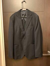 これはリクルートスーツとして使えますか? 写真だと伝わらないのですが色は濃紺柄は薄いストライプが入っています。