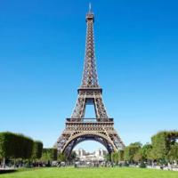 ↓この画像の真ん中に写っている塔のような大きな建造物はなんていうんですか?