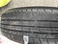 中古車を買いましたが、このタイヤの溝は車検基準は満たしているとききましたがやはり心配なので買い替えました。  このタイヤを廃棄するのはもったいないでしょうか。