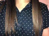 髪色についてです。 昨日美容室に行き、カラーを頼みました。グレーアッシュを頼んだのですが、出来上がりは私の望んでいる色とは遠い色でした。ほぼ黒でした。2回ブリーチしました。色落ちしたらグレーにになる...