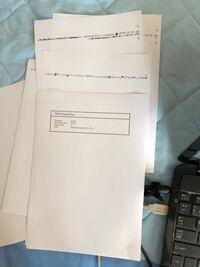 pdf ファイル(元はインデザイン、パワーポイントをpdf 化したものをアクロバットで結合したもの)を印刷すると写真のように文字化けしました。 どのような原因が考えられるでしょうか?