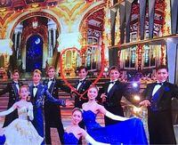 宝塚歌劇団についてです。 FNS歌謡祭をみて、一目惚れしてしまったのですが、こちらの方はなんというお名前でしょうか?  写真掲載がNGでしたら、速攻消させていただきます。