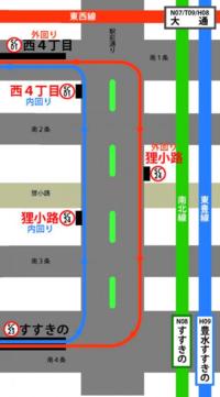 札幌市電の一部に、道路の左端へ軌道が寄せらている区間がありますが、一般的に路面電車の軌道は道路中央にあるものだと思いますが、どうしてこの区間だけ左端へ軌道を寄せたのですか??