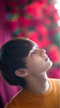 このジュンの耳はどうなっているんでしょうか?何かついているように見えます。どうしたんでしょうか? K‐pop SEVENTEEN 韓国 韓流 JUN