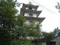 高遠城のイメージ画像でたまに映っているこの建物はなんでしょうか。天守閣ですか?場内にありますか?