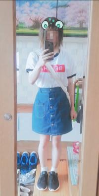 男の娘です。この服装で外出してみたいと思ってるのですが、このスカートの長さだとパンツは見えちゃいますか?また、見せパンとかは履いた方がいいですか?(暑くなるのであまり履きたくないです。)
