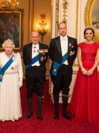 イギリス王室のフィリップ殿下とウィリアム王子がキュロットの裾に付けてるベルトの名称を教えてください。