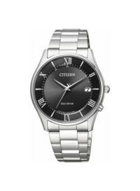 大学生の腕時計について。 大学生が写真のようなシンプルな腕時計をしていたらオッサン臭くなりますか?やっぱりクロノグラフのデザインの方がかっこいいですかね?