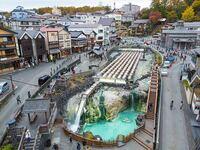 写真にある草津温泉のように街並みからザ観光地みたいな所は関東にありますか? 建造物ではなく街並みで、、