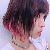 LiSAさんのこのような髪色。 色落ちした時にこの色にするには、最初どんな色に染めればいいのでしょうか?  単純にこの色より濃い色や暗い色にすればいいのでしょうか?