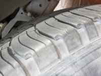 タイヤの寿命 製造年が2015年の23週で、あまり乗らない車なので2万キロしか走ってはいないのですがさすがにタイヤ交換時ですかね?