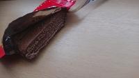キットカット開けたら夏の間溶けていたみたいなんですが、これはカビですか? チョコレートが溶けると白くなるのとは別な気がするんですが...食べれますか??
