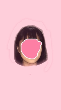 自分の顔の形が何なのかがわからないです。この顔の形は何型と言うのでしょうか?(丸顔、面長など)また、似合う前髪や髪型なども教えていただけると嬉しいです。よろしくお願いいたします。
