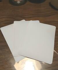 メルカリの梱包についてです。画像のようなカードを発送する場合どうやって梱包するのがいいんでしょうか?サイズは縦11.5cmで横8cmです。至急お願いします