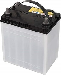 自動車用のバッテリーにお詳しい方へお伺いをいたします。 ・ 昔は自動車用のバッテリーの中に入っている液体には蒸留水を入れていました。 ・ では、西暦2019年製の自動車用のバッテリーの中にも液体が減ると蒸留水を入れるのでしょうか。 ・ それから、自動車用のバッテリーの種類の分類は、ニッケルカドミウム、ニッケル水素、リチウムイオンのどれになるのでしょうか。