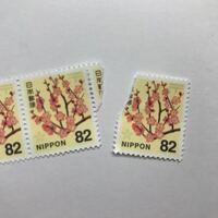 切手が少し破れてしまいました 。 綺麗に貼ったら使えますか ??