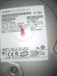 シャープ製BDレコーダー型式「BD-HDW45」搭載のHDDが不具合で古い器材でもあり、試しにHDDの中古品で換装しててみたいと思うのですが、 現在装着されている「MODEL:HDT721050SLA360」...