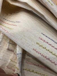手芸、布の種類について。 写真の布なのですがオックス生地というのでしょうか?リネンというものなのでしょうか? 詳しくなくてイマイチ使い道もわからず(T-T)  厚手でクッションカバーに使いそうな生地です。 ...