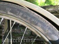 自転車のチューブ及びタイヤについて質問します。 画像のサイズに適合するチューブ及びタイヤは日本で入手できますでしょうか? 自転車屋さんに行ったら適合するサイズがないと言われ修理を断 られてしまいまし...