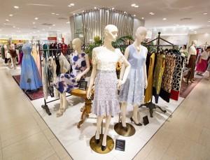 実店舗で女装服を買う女装者て通販で女装服を買う奴よりランクが上だと思っているのですか。 なんかネットでいろいろ見ていると。 実店舗で試着したことをドヤ顔で語る女装者がいますが。 そんなに実店舗で...