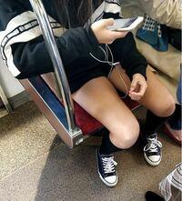 女子に質問です。この時期に、短パンを履いて太もも丸出しにするのって寒くないんですか? 鳥肌も立ってますし   唐澤貴洋