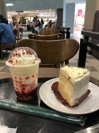 スターバックスコーヒー新作 メリー ストロベリー ケーキ フラペチーノ  いちごショートケーキ飲んでるみたい。 美味い‼︎    久しぶりの当たり商品 と思いませんか ?