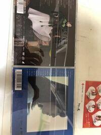乃木坂のCD封入生写真についてなんですが、先日近くのHMVで サヨナラの意味 と 何度目の青空か を買ったんですが、生写真が着いてきませんでした 過去作の生写真が入ってるCDの見分け方教えて貰えませんか? 友達...