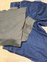 このパーカーとジーンズの組み合わせはおかしいですか?