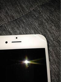 代替機について質問です。 先日iPhoneXRの画面が割れてしまい、修理のため代機のiPhone6sをdocomoさんから貸して頂きました。  しかし、その代機の画面の上?を誤って落としてしまい割ってしまいました。 この傷...