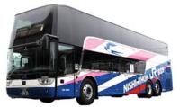 最近ではなぜこのような2階建てバスが減ってきたのでしょうか?  最新の2階建てバスですが、国内ではなく海外から輸入しています。