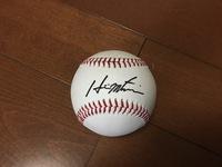 プロ野球選手のサインボールのサインが誰なのかを知りたいです。 写真を参照してください。 よろしくお願い致します。