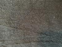 生地、織物に詳しい方、よろしくお願いします。 こちらの生地は、何織りになりますでしょうか?  ヘリンボーンのようで、違います。 三本ほどのラインで規則的な四角形?が見えます。 平織 りだというのにこの生地が届いたため、購入した店舗に問い合わせましたが、あくまで平織りだといいますが、これは違うと思っています。  回答よろしくお願いします。