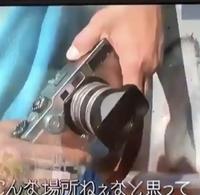 カメラに詳しい方に聞きたいのですが、このカメラがどこのメーカーの何というカメラか分かる方いますでしょうか? 私はfujifilmのx70かと思ったのですが、少し違うようだったので、、 画像粗 くてすみません!