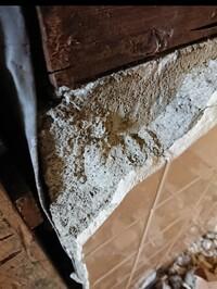 コンクリートブロックから、タイルごとタイルの下地になってるモルタルを剥がすには、どのような工具が必要で、どのような手順を踏めば良いでしょうか?  基礎の(おそらく)コンクリートブロッ クだけ残してタイ...