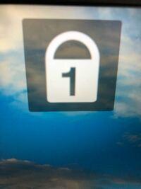 Windows 10 鍵マーク1について このマークの消し方を教えて下さい。  キーボードの操作は問題ありません。