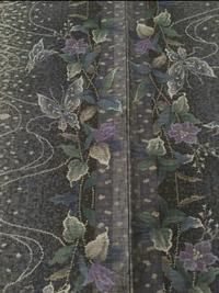 着物、大島紬の柄について質問です。  こちらの蝶と並んで織り出されているお花は何でしょうか?  花の季節や着物の紋様についてお詳しい方ご教授願います。