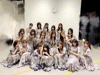 乃木坂46のメンバーの名前を教えてください!  この写真の左上から右に向かっての順にお願いします(>_<)