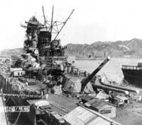 戦艦大和より戦艦武蔵の方が強いのですか? 戦艦大和こそ大日本帝国が誇る最強の戦艦であり象徴でもあったと語られますよね。 ですが、実は戦艦大和よりも二番艦である武蔵の方が微調整されていて、ほんのわずかに強いという話をどこか知りました。  なんでも大和より武蔵の方がわずかに武装が多く強いとか、武蔵の方が館内が乗員たちにとって快適であるように設計されているため、兵士たちの士気も長く維持しやす...