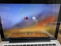 macbook proで電源入れたら この画面からなにをクリックしても 動きません。  ちなみにカーソル?矢印はちゃんと動きます。  どうすればいいですか?