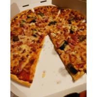 ピザハットでグリル野菜ミックスを頼んだのですが これはミスでしょうか?リニューアルですか?   いつもアスパラやパプリカが乗っていて好きだったんですが… ベーコン感が強く粉チーズなど乗っていて丸っきり別...