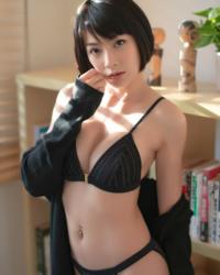 この女性の名前はなんですか?