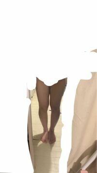 この脚は、X脚.O脚.XO脚のどれでしょうか? 太ももは真っ直ぐですか? また、膝下は真っ直ぐじゃないですよね?