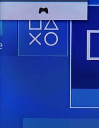 PS4のDUALSHOCK4を新しくしました。 しかし充電中は画像のマークがでていて使えるのですが、充電コードを抜くと使えません。 本体に接続しているから有線になっているのかと思い、コンセント で充電してみてもだめです。 何がだめなのでしょうか?