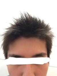 整髪料使わないでドライヤーだけで前髪たたせてますが、トゲトゲしすぎでしょうか?