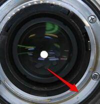 カメラの質問です。中古レンズを購入しようと思うのですが、レンズにスレがあるとのことですが、描写に影響はないですよね? また、マウントが黄ばんでいるのですが、これは錆でしょうか