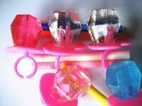 宝石っぽいお菓子 というと、 純露、琥珀糖、ジュエルリング、宝石箱アイスですか?  もし他にもあれば教えてください✨✨