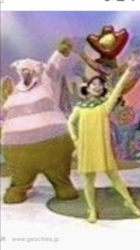 この左の紫の太った、鼻のでかいキャラの名前教えてください! 小さい頃みてましたが、いつ放送のなんという番組名、キャラクターですか?  3ちゃんですよね?  探してます!  29歳女 添付画像