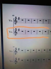 Musescore3についての質問です。 ボーカル譜を2段作っているのですが、再生する時の音を変えたいです。 2の時はF10でミキサー出して音を変えていたんですけど、3になってからミキサーが複雑?になって上の段の音...