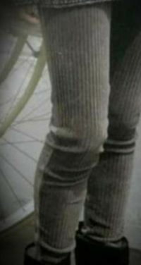 画像のカルソンパンツを着用しますと脚ゆるゆるしますが、どうしてゆるゆるするのか具体的に教えて下さい。 例として身長160㎝の成人女性がフリーサイズかまたは155㎝~170㎝サイズのカルソンパンツを着用すると膝くるぶしにたるみ出来てしまいます。