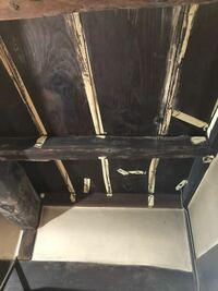 木についたガムテープ跡の取り方を教えて下さい。 天井に防腐剤を塗りたいのですが、ガムテープがカチカチに固まっていて取れません。 何かいい方法はないでしょうか?